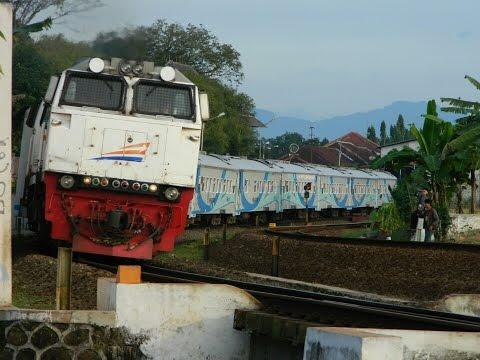 Perlahan Berangkat Stasiun Purwokerto Kereta Api Krakatau Disambut Rf Gang Rasam