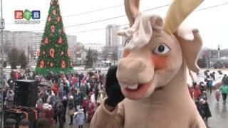Дед Мороз ездит на авто и колдует над рублем
