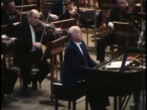 Sviatoslav Richter & Kirill Kondrashin play Mozart Piano Concerto no. 18 - video 1977