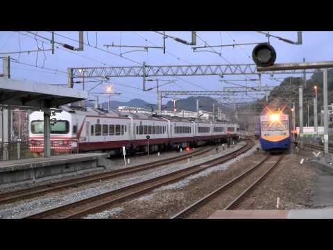 [HD] The three Taiwan TRA train at the Qidu Station (down train no. 145 and 1247, up train no. 122)
