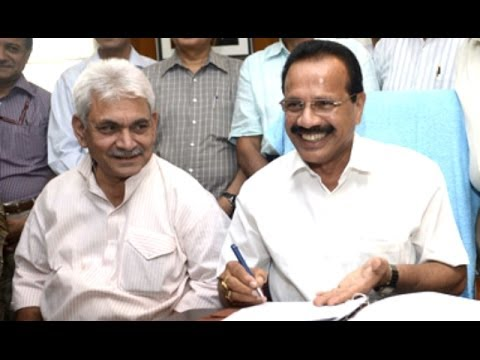 Railway Budget 2014: Sadanand Gowda To Announce Rail Budget Today - Follow ET NOW For Updates