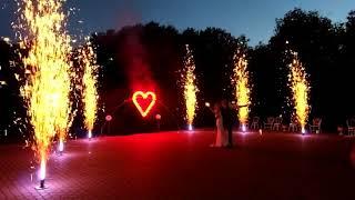 Арка, сердце, золотые фонтаны и бенгальские свечи на свадьбу