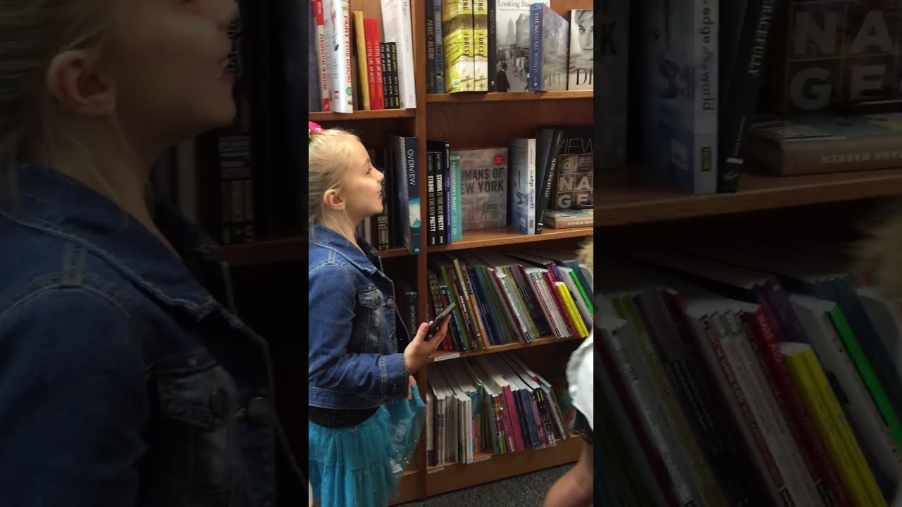 Jojo siwa book signing meet and greet youtube jojo siwa book signing meet and greet kristyandbryce Image collections