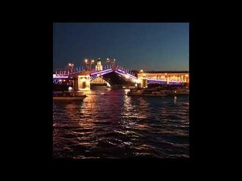 divnom-belie-nochi-sankt-peterburga-anal-na-mostu-lokvud