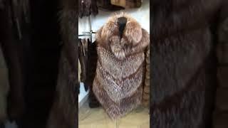 Женский меховой жилет из диагональных ярусов лисы чернобурки золоченой диагональ