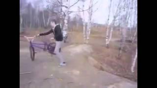 ЛУЧШИЕ ПРИКОЛЫ с пьяными велосипедистами Юмор! Прикол! Смех(Смешные приколы интернета, видео. Смотрим и отдыхаем. Раслабляемся., 2013-09-03T20:47:37.000Z)