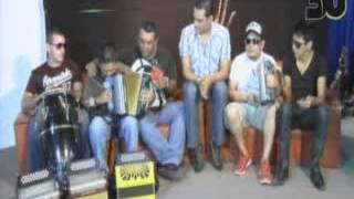 Baixar El Kombo Kolombia Solo tu me haces feliz acustico ( Ke Manera Tv )