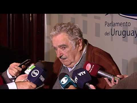Mujica dice que no negoció naranjas por los presos de Guantánamo