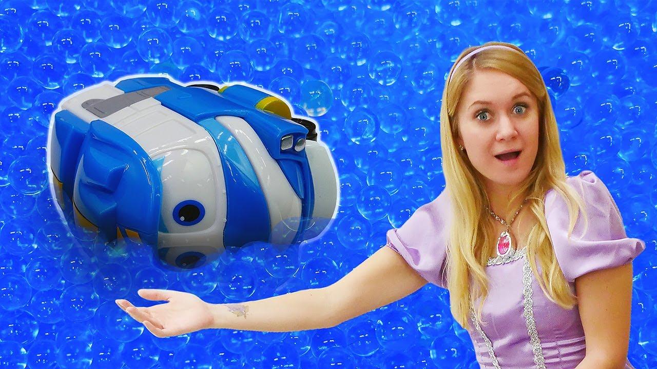 Spielzeug Video mit der Prinzessin. Die Robot Trains Spielzeuge. Die Prinzessin rettet Kay.