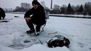 видео Собираемся на зимнюю рыбалку