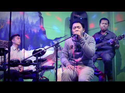 Noah - Kupu-Kupu Malam (cover) by Denim (LIVE) at Moza Cafe