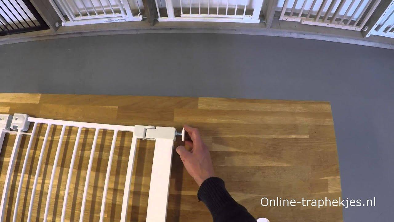 Betere Hoe werkt een klemhekje, een traphekje dat je klemt? - YouTube CS-93