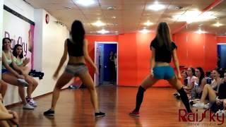 а вы умеете так двигать попой сейчас это модно танцы попой видео