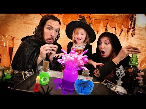 MAGIC WITCH POTIONS!! Adley learns how to make SpOoKy HallOweEn experiments with Vampire parents!