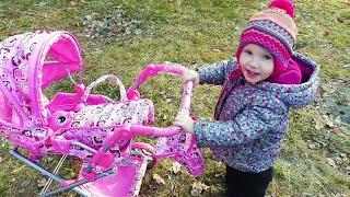 Май Литл Пони в красивой коляске для кукол. Алина и папа открывают новую коляску