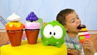Timur Om Nom için dondurma yapıyor! Lego Duplo oyun seti - çocuk oyunları!