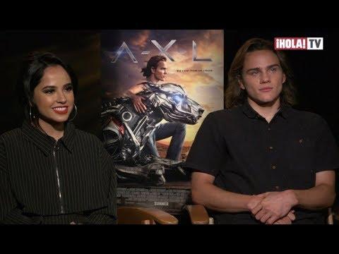 Becky G y Alex Neustaedter hablan  de su actuación en la película A.X.L | ¡HOLA! TV