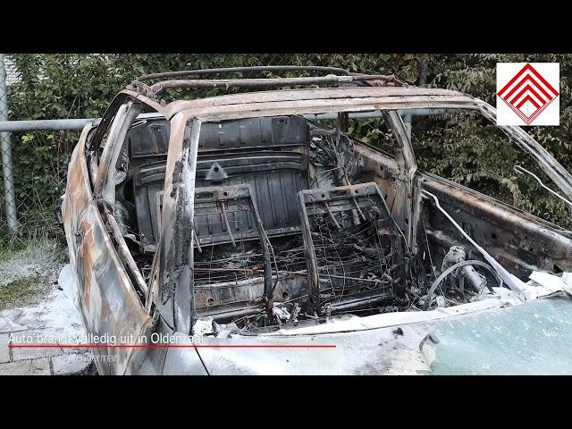 Auto brandt volledig uit in Oldenzaal (daglicht)