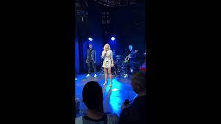 Download LIVE: Полину Гагарину не отпустили со сцены, пока она не спела «Кукушку»! Mp3 and Videos