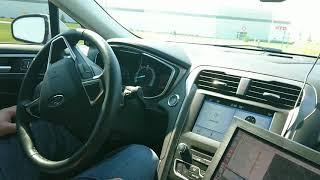 Autowareを搭載した自動運転車の走行デモ.