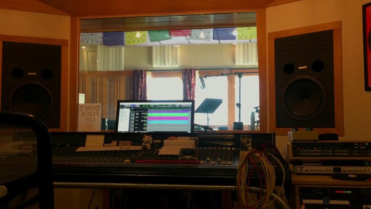 Triste Studio Clip