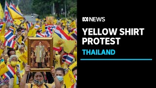 Bangkok protesters wearing yellow shirts rally in support of monarchy | ABC News