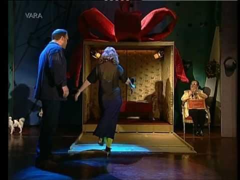 Debbie Harry At Dutch TV show Paul de Leeuw singing Denis Denis