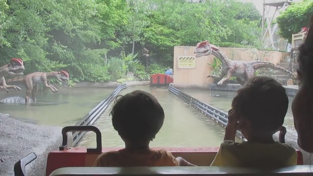 Columbus Zoo - Dinosaur Island rid - YouTube