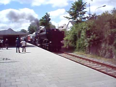 E991 bakkende ud fra Langå station, med blandet togstamme
