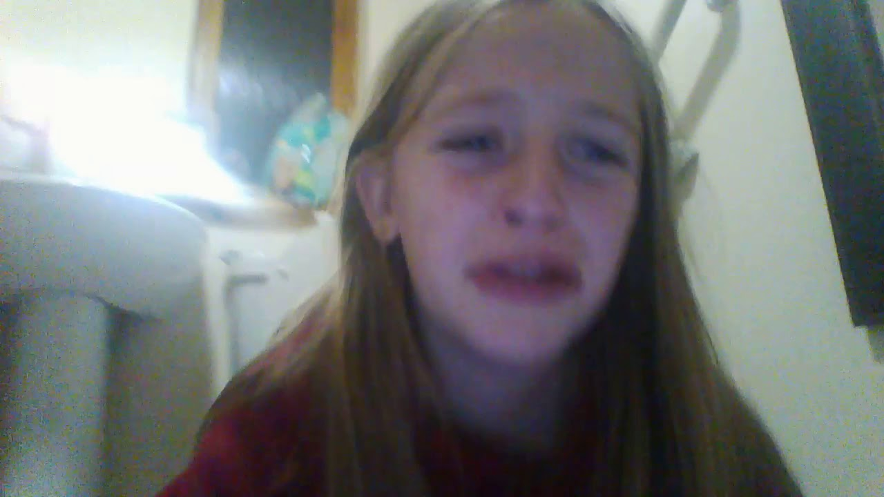 molly in the bath room (vlog in the bathroom ) - YouTube