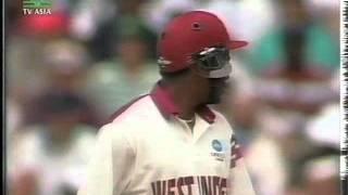 WAQAR YOUNIS vs BRIAN LARA - STUMPS DESTROYED 1992