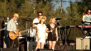 Broken Social Scene with Emily Haines and Feist - Sentimental X's [HD]