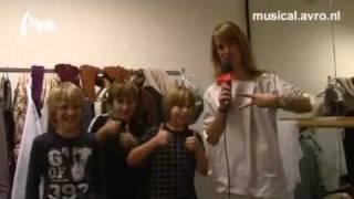 Musical Facts - Angenita van der Mee bij de repetities van Kruimeltje