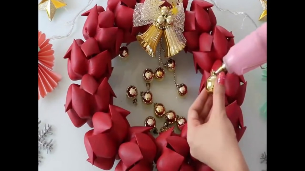 How to make an amazing christmas door wreath made from for Christmas decor using plastic bottles