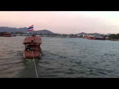 ล่องแพ ชมแม่น้ำแคว