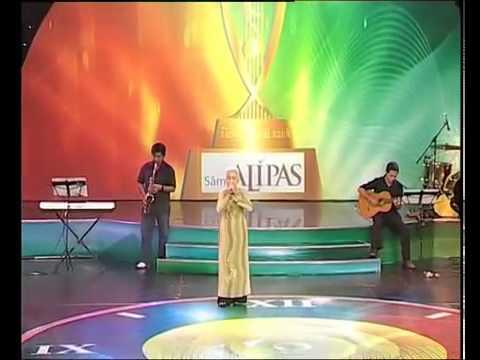 Bà cụ 74 tuổi thi hát trong đêm Bán kết