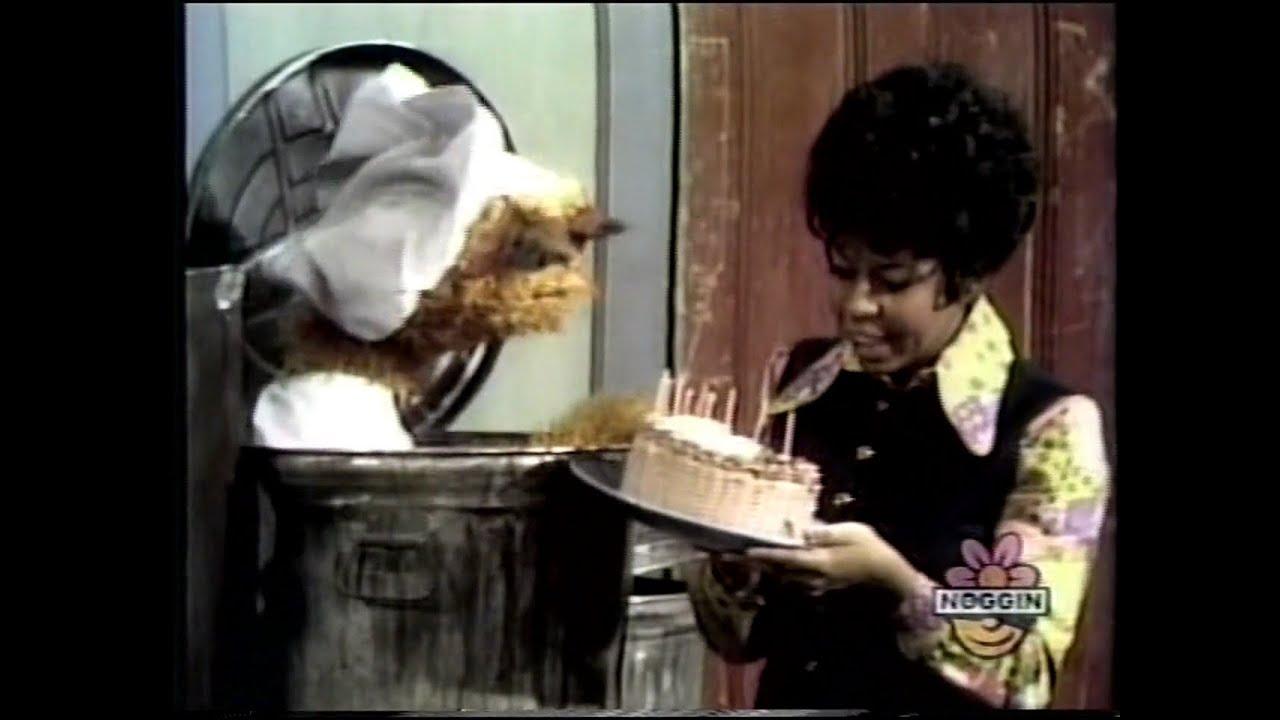 Classic Sesame Street - Oscar Bakes A Cake - Youtube-2151