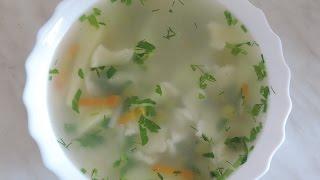 Суп с клёцками, с сыром и с зелёным горошком.