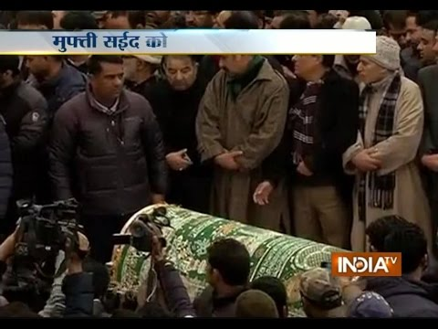 Body of Mufti Mohammad Sayeed Reaches Srinagar, Top Leaders Pay Condolence