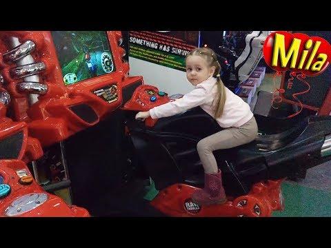 Крутые Игровые Автоматы в Детском Центре Play Day 🎮 Аттракционы для Детей  Видео Игры Лазерный Тир