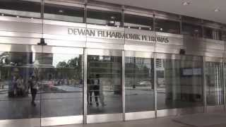 マレーシア(クアラルンプール)を代表する観光名所、ペトロナスツイン...
