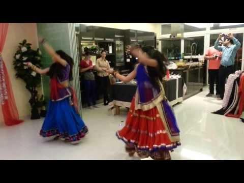 Nagada Sang Dhol By Diya Patel & Mansi Patel