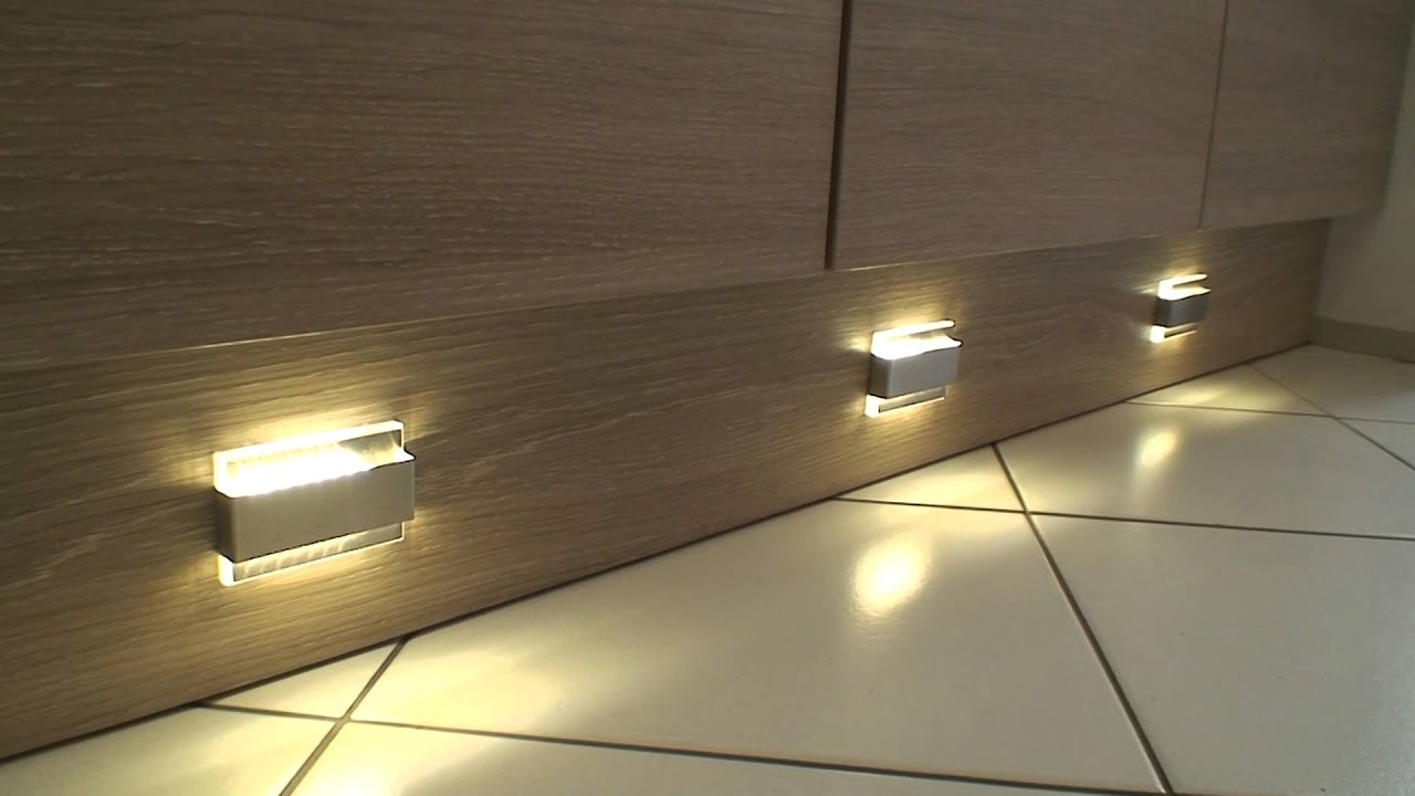 Deux spots led clairage plinthe youtube - Spot de jardin led ...