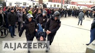Russian police detain hundreds at anti-corruption demonstrations