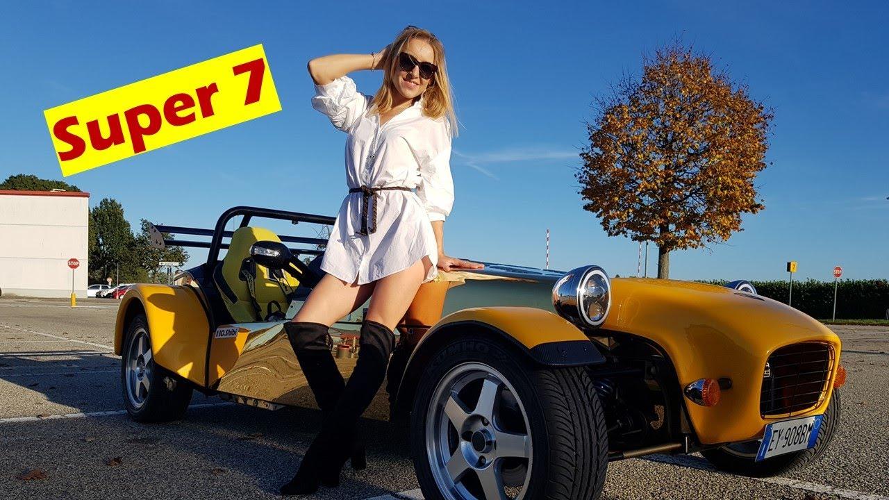 Mitica Lotus (Caterham) Super 7 noleggio su strada e pista con Racing in Italy