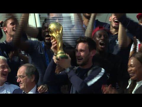 وصول منتخب فرنسا بطل العالم الى باريس للاحتفال باللقب