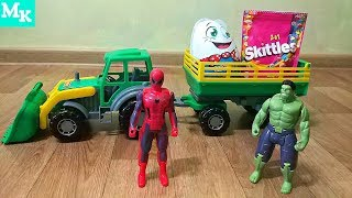 Человек Паук и Халк разгружают Трактор