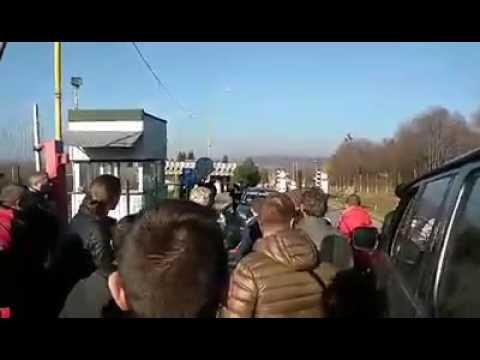 Закарпатські МИТНИКИ заблокували пункт виїзду з Ужгороду...