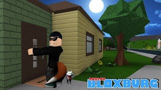 BREAKING INTO & SPYING ON A STRANGERS HOME IN BLOXBURG -- ROBLOX Roleplay {10)