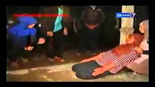 Video Dua Dunia - Misteri Makam Nike Ardila ! download MP3, 3GP, MP4, WEBM, AVI, FLV Oktober 2018